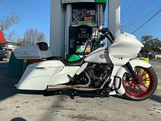 Harley Davidson Road Glide, Harley Davidson Touring, Harley Davidson Sportster, Harley Bagger, Harley Bikes, Custom Paint Motorcycle, Motorcycle Style, Touring Motorcycles, Custom Baggers