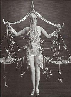 Haller Revue, Berlin Balancing Act Cirque Vintage, Vintage Burlesque, Vintage Circus, Vintage Carnival, Cabaret, Retro Mode, Mode Vintage, Vintage Photographs, Vintage Images
