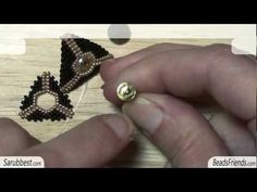 Peyote Stitch Tutorial: how to make a round open triangle using Peyote Stitch