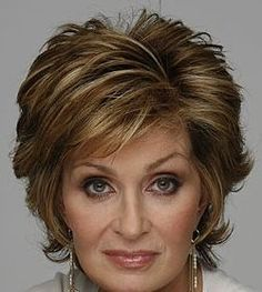 Today, Oct is the birthday of Sharon Osbourne whose dark reddish hair is iconic. In reality, she's a browner color, but she sure does rock the red look! Mom Hairstyles, Short Hairstyles For Women, Celebrity Hairstyles, Hairstyles For Over 60, Haircut For Older Women, Corte Y Color, Best Short Haircuts, Raquel Welch, Layered Hair