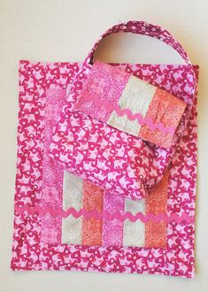 Addison Toddler Purse & Doll Blanket {Tutorial with Benartex Bella Morocco} — Clover & Violet Diy Purse For Toddler, Toddler Diaper Bag, Kids Purse, Latest Handbags, Handbags Online, Purses And Handbags, Trendy Purses, Cute Purses, Sewing Projects For Kids