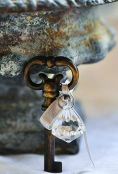 Love this little decorative touch. A crystal and a skeleton key.