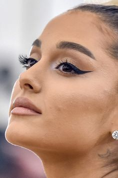 45 Ideas Makeup Eyeliner Ariana Grande - My most beautiful makeup list Ariana Grande Eyeliner, Ariana Grande Maquillaje, Ariana Grande Make Up, Ariana Grande Fotos, Ariana Grande Nails, Ariana Grande Makeup Tutorial, Ariana Grande Body, Ariana Grande 2018, Makeup Tutorials