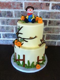 Halloween cake too cute Cute Halloween Cakes, Halloween Birthday Cakes, Halloween Themed Food, Dessert Halloween, Halloween Decorations, Cake Pops, Scary Cakes, Pumpkin Patch Birthday, Biscuits