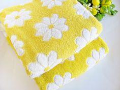 Vintage Bath Towels Yellow And White Daisy Cotton by OldLikeUs Bath Towel Sets, Bath Towels, Daisy Love, Daisy Daisy, Daisy Chain, My Favorite Color, My Favorite Things, Yellow Towels, Room Tiles