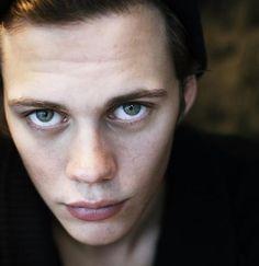 Билл скарсгард цвет глаз
