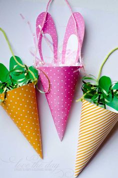FREE Printable Spring or Easter Candy Cones & Tutorial Spring Crafts, Holiday Crafts, Holiday Fun, Easter Candy, Easter Treats, Wreath Crafts, Paper Crafts, Easter Printables, Free Printables