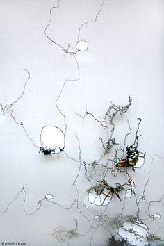 * Dentelle végétale  Emmanuelle Dupont Née en 1983 Créatrice textile et brodeuse indépendante Réalisation d'échantillonnage pour la haute couture Créations originales pour la décoration intérieure 'Peintre et sculpteur' textile Création d'œuvres bidimensionnelles et tridimensionnelles.  Elle concentre ses recherches textiles autour de l'expérimentation visuelle et tactile, en utilisant les points traditionnels de broderie à l'aiguille mais aussi en élaborant des techniques plus…