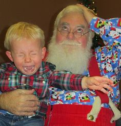 Kids scared of Santa: 15 photos of hilarious ho-ho-horror Bad Santa, Santa Baby, Father Christmas, Christmas Crafts, Christmas Stuff, Strangers When We Meet, Strange Family, Santa Pictures, Christmas Time Is Here