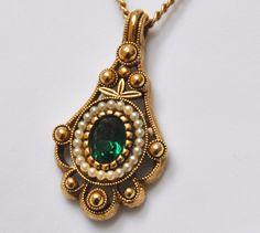 Vintage Avon Lavalier Emerald Green Pendant Necklace