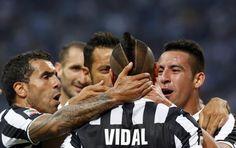 Vidal festeggia coi compagni dopo il goal all'Inter. #juventus