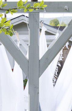 DIY: wooden clothes line - DIY Clothes Sweater Ideen Diy Clothes Projects, Diy Clothes Videos, Diy Projects, Jasmine Tree, Diy Clothes Rack Pipe, Laundry In Bathroom, Clothes Line, Wooden Diy, Clean House
