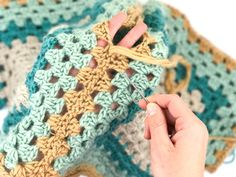 How to seam granny squares or hexagons with the mattress stitch. Free crochet hexagon jacket pattern by Make and Do Crew.