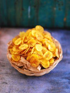 Kerala Banana Chips Recipe With Step By Step Pictures Indian Snacks, Indian Food Recipes, Kerala Recipes, Appetizer Recipes, Snack Recipes, Appetizers, Photo Food, Banana Chips, Raw Banana