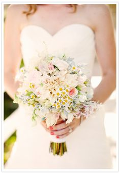 For a soft & romantic bouquet: English garden roses, dusty miller, jasmine, dahlias and mini daisies.