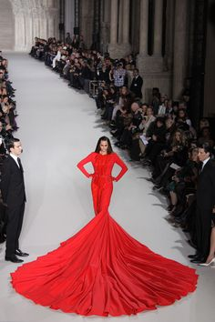 Wow! Stephane Rolland Couture Dress Bride Yasmin Le Bon (Vogue.com UK) - The 110 lb dress