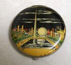 Antique 1939 New York World s Fair Tin & Enamel Makeup Powder Compact Souvenir