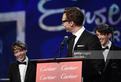 ニュース写真 : Actor Benedict Cumberbatch accepts the Ensemble...