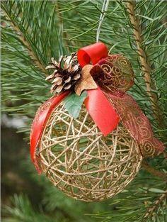 Estos bola globo cadena hilo o cesta son tan fabulosos arreglos para decoraciones de Navidad, que o bien son ahorcados, o se sientan en una base, con eleme