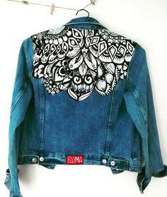 Creating DIY Fashion Trends – Designer Fashion Tips Denim Fashion, Look Fashion, Custom Clothes, Diy Clothes, Jean Diy, Painted Denim Jacket, Denim Art, Denim Ideas, Painted Clothes