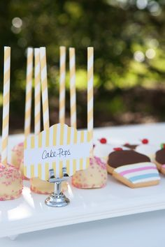 Yellow paper straw cake pop decoration idea | Girls summertime party | Original partyware from Papereskimo.com