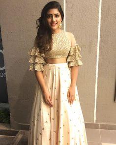 Chaniya choli Lehenga blouse de Laminate Flooring Advantages and Disadvantages Article Body: Most Am Choli Designs, Fancy Blouse Designs, Sari Blouse Designs, Lehngas Designs, Latest Blouse Designs, Crop Top Designs, Indian Designer Outfits, Designer Dresses, Lehnga Dress