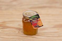 Orangenmarmelade mit Whiskey, Follain ist einer der bekanntesten und beliebtesten Produzenten und stellt seine Marmeladen aus 100% natürlichen Zutaten nach alten irischen Rezepten her, ohne Geschmacks- Farb- und Konservierungsstoffe. Die Marmeladen werden für maximale Frische in hochwertigen Gläsern vakuumverpackt. Die Firma ist im Zentrum des landwirtschaftlich geprägten West Cork ansässig, die Qualität ist die von hausgemachten Produkten.