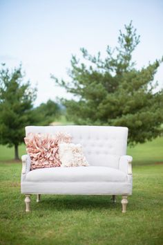 remember to get an old couch for wedding decorations