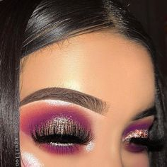 This picture is just GOALS! We are always looking for new eyeshadow looks and tutorials for eye colors. Our calendar will help you stay on top of when the latest makeup eyeshadow palettes are being released! Beautiful Eye Makeup, Cute Makeup, Glam Makeup, Makeup Inspo, Bridal Makeup, Wedding Makeup, Makeup Ideas, Makeup Tutorials, Makeup Goals