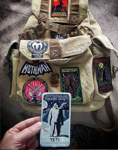 Mothman Symbol Glow in the Dark Patch - Cryptozoology Tracking Society Moth Batman Dark Knight Typography Type Lettering Gotham Pin And Patches, Sew On Patches, Vintage Glam, Mochila Grunge, Retro Outfits, Cute Outfits, Mochila Jansport, National Park Patches, Mode Punk