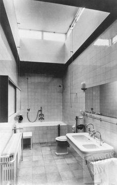 Mies Van der Rohe bathroom at Tugendhat Home Renovation, Home Remodeling, Rich Home, Ludwig Mies Van Der Rohe, Luxury Bath, Eclectic Decor, Kitchen And Bath, Interior Architecture, Interior Design