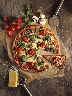 Make pizza dough yourself: THESE recipes are simply awesome! - Backen - Make your own pizza dough: simple recipes with and without yeast Best Picture For pizza dough reci - Pizza Gourmet, Pizza Recipes, Vegan Recipes, Comida Pizza, Pizza Photo, How To Make Pizza, Chicken Pizza, Chefs, Vegetable Pizza