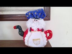 Manta Polar, Natal Diy, Snowman Crafts, Craft Kits, Tea Pots, Snoopy, Santa, Dolls, Christmas Ornaments