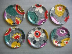 Coasters - Original fabric Reused dress fabric on small birchwood trays with a protective melamine coating. Little My, Trays, 1950s, Coasters, Decorative Plates, Pottery, The Originals, Fabric, How To Make