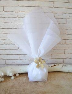 Μπομπονιέρα γάμου με λουλούδι σουέτ. Περιλαμβάνει: 5 κουφέτα αμυγδάλου Χατζηγιαννάκη Κορδόνι εκρού Λουλούδι εκρού σουέτ 4,5εκ Τούλι λευκό 45χ50 εκ #γάμος #νύφη #εκκλησία #bride #wedding #μπομπονιερες #μπομπονιεραγαμου #μπομπονιέρες #μπομπονιέρα #μπομπονιερεσ #μπομπονιερεςγαμου #μπομπονιερα #τούλι #μπομπονιερες_γαμου #mpomponieres_vintage #mpomponieresgamou #mpomponiera #mpomponieragamou #mpomponieres #mpomponieresgamou#wedding Napkins, Vintage, Towels, Dinner Napkins, Vintage Comics