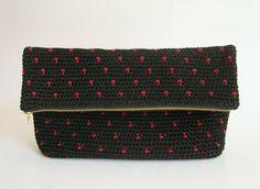 Polka dot crochet clutch pattern, in black and red/ Patrón para cartera de puntos a ganchillo, en negro y rojo ChabeGS Crochet Design