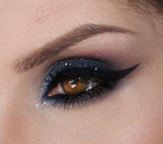 make azul meia noite com paleta de sombras pausa para feminices com a tracta e refflects glitter pearl da mac http://claudiaguillen.inbloodesign.com/
