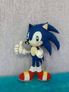Boneco personagem Sonic feito feltro,com 30 cm altura.