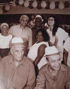 Old school. Marisa with Paulinho da Viola and the Velha Guarda da Portela. This was probably taken in 1999 or 2000, when she was involved with the production of Tudo Azul, which consisted of sambas composed and performed by members of the Velha Guarda.