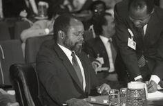 Machel e Joaquim Chissano (em pé). Popular, Fictional Characters, Home, Popular Pins, Fantasy Characters, Most Popular