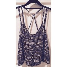 Light Chiffon Print Tank Top Super cute, extremely light and breathable chiffon tank top. It's really cute paired with a dainty bralette underneath with some white pants or shorts. :) It's in perfect condition, no signs of wear! Tops Tank Tops