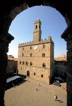 http://www.bestsmalltownsitaly.com/town/volterra-tuscany-center/