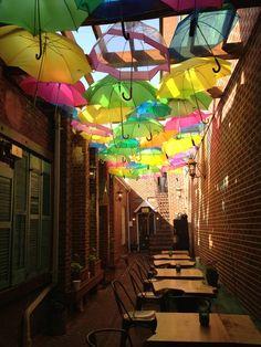 FoodE Courtyard (1006 C / D Caroline Street, Fredericksburg, Virginia)