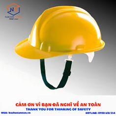 Sử dụng mũ bảo hộ để giúp an toàn khi lao động