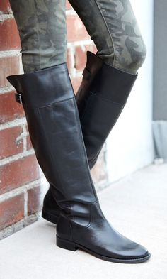 Classical high, black boots, with a little musketeer look ...