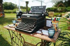 Máquina de escrever + pé de máquina de costura = ♡♡♡♡♡
