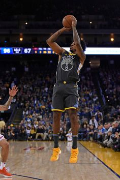 e264c23ccf65 Golden State Warriors  Nick Young (6) shoots and makes a three-point