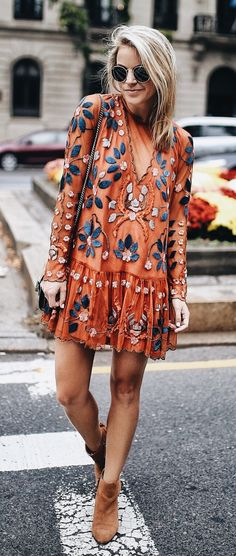 Bohemian dress - boho dress - boho chic style - boho chic outfit Would pair with leggings Super cute! Mode Outfits, Fashion Outfits, Fall Outfits, Dress Fashion, Fashion Clothes, Fashion Boots, Black Outfits, Country Outfits, Dress Clothes