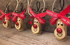 Set of 4 wine cork reindeer ornaments from Set mit 4 Weinkorken-Rentierornamenten von ReconditionaILove Set of 4 wine cork reindeer ornaments from ReconditionaILove, - Easy Diy Christmas Gifts, Handmade Christmas Decorations, Christmas Ornament Crafts, Christmas Crafts For Kids, Homemade Christmas, Christmas Projects, Holiday Crafts, Reindeer Ornaments, Tree Decorations