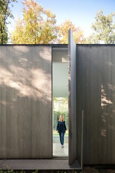 Doors leading into the house are as high as the walls and are difficult to spot when closed. Villa Roces by Govaert & Vanhoutte Residential Architecture, Interior Architecture, Interior And Exterior, Building Architecture, Interior Design, Installation Architecture, Exterior Siding, Modern Exterior, Door Design